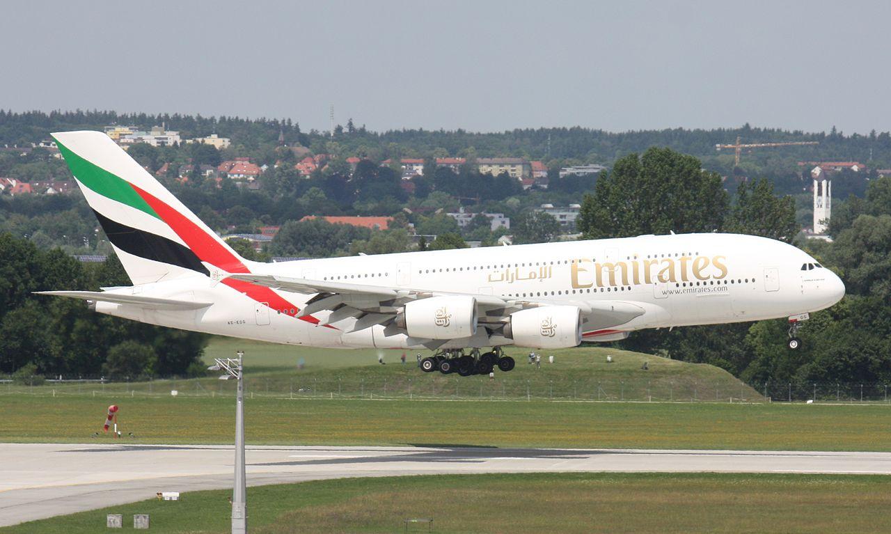 1280px-A6-EDG_Emirates_A380_12
